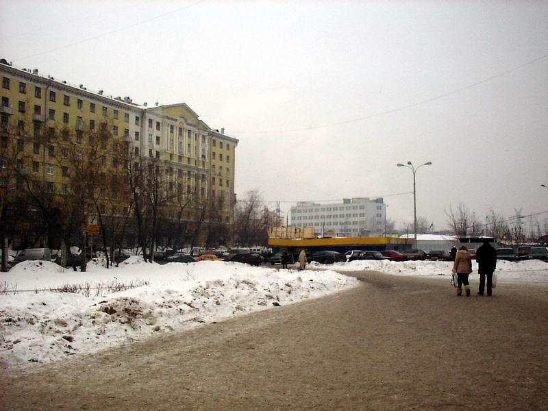 Возле метро Кожуховская.