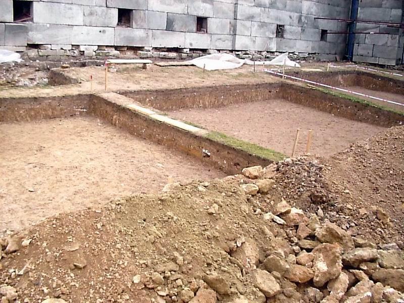 В археологическом зале представлены находки при раскопках в царицыно